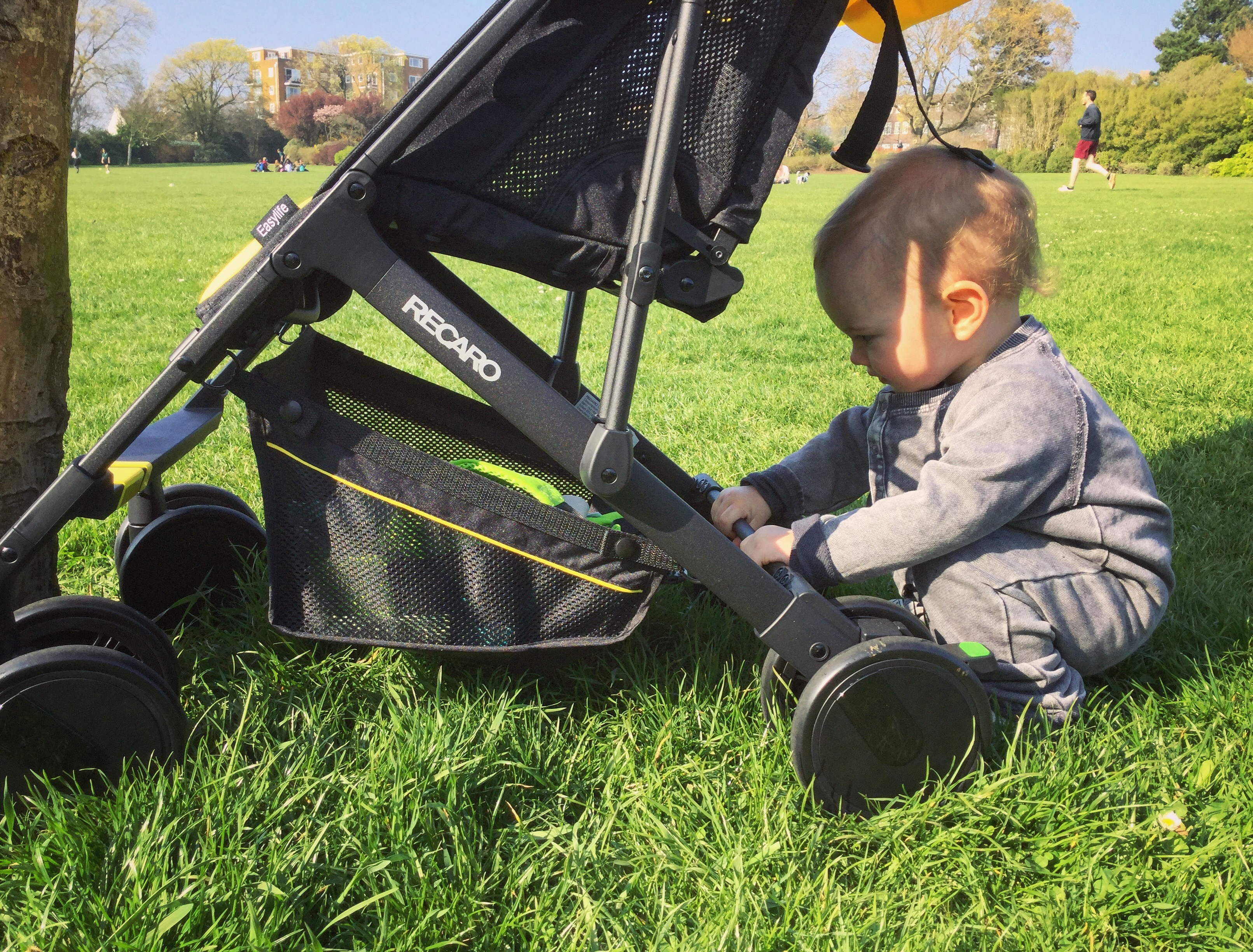 Recaro Easylife is compact, lightweight and stylish. Frankie and the Lamb review this buggy for travel and space saving kit.